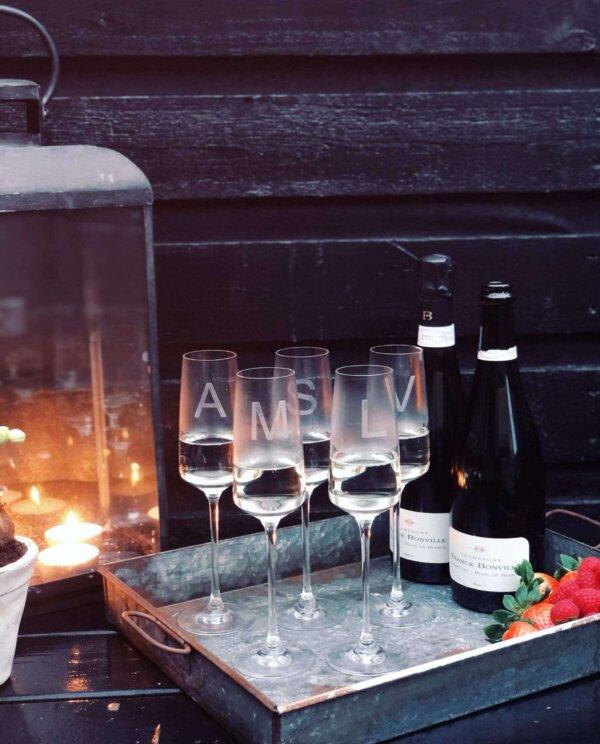 Champagneglasmedbogstav